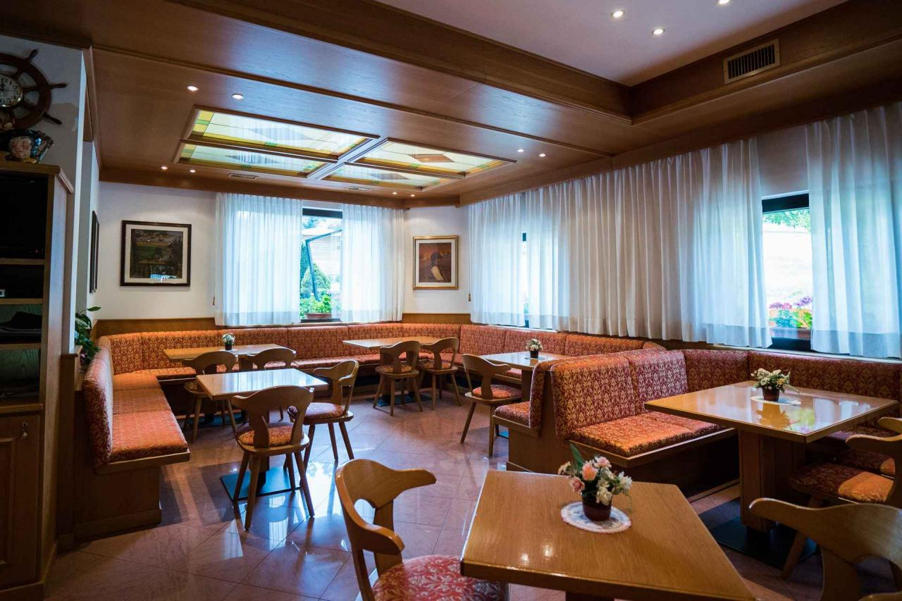 bar caderzone hotel rio